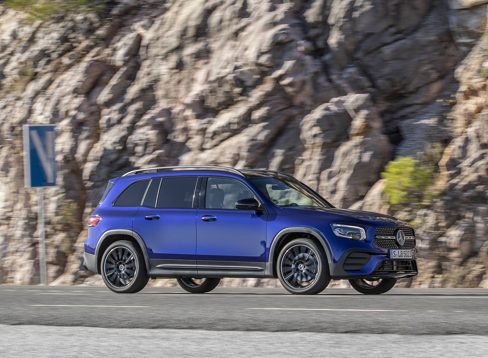 2020 Mercedes-Benz GLB 220 d 4MATIC (Color: Galaxy Blue Metallic) Side Wallpapers (5)