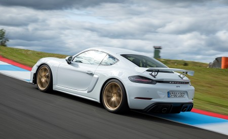 2020 Porsche 718 Cayman GT4 (Color: Carrara White Metallic) Rear Three-Quarter Wallpapers 450x275 (145)