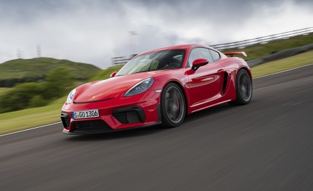 2020 Porsche 718 Cayman GT4 (Color: Guards Red) Front Three-Quarter Wallpapers 450x275 (20)