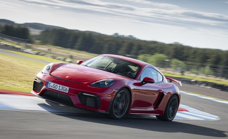 2020 Porsche 718 Cayman GT4 (Color: Guards Red) Front Three-Quarter Wallpapers 450x275 (3)
