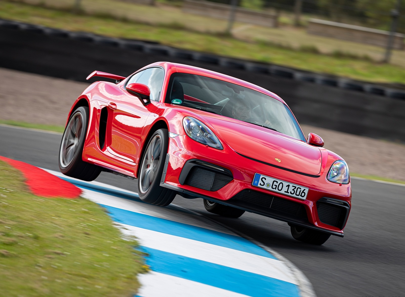 2020 Porsche 718 Cayman GT4 (Color: Guards Red) Front Wallpapers (1)