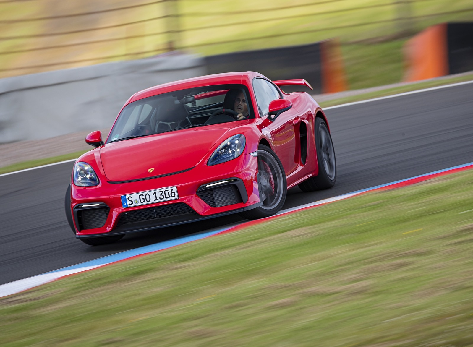 2020 Porsche 718 Cayman GT4 (Color: Guards Red) Front Wallpapers (4)