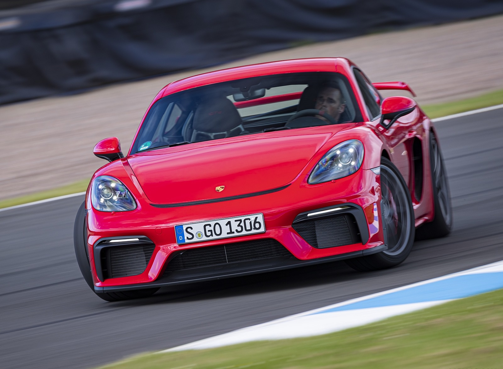 2020 Porsche 718 Cayman GT4 (Color: Guards Red) Front Wallpapers (2)