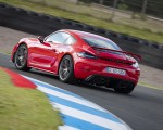 2020 Porsche 718 Cayman GT4 (Color: Guards Red) Rear Three-Quarter Wallpapers 150x120 (7)