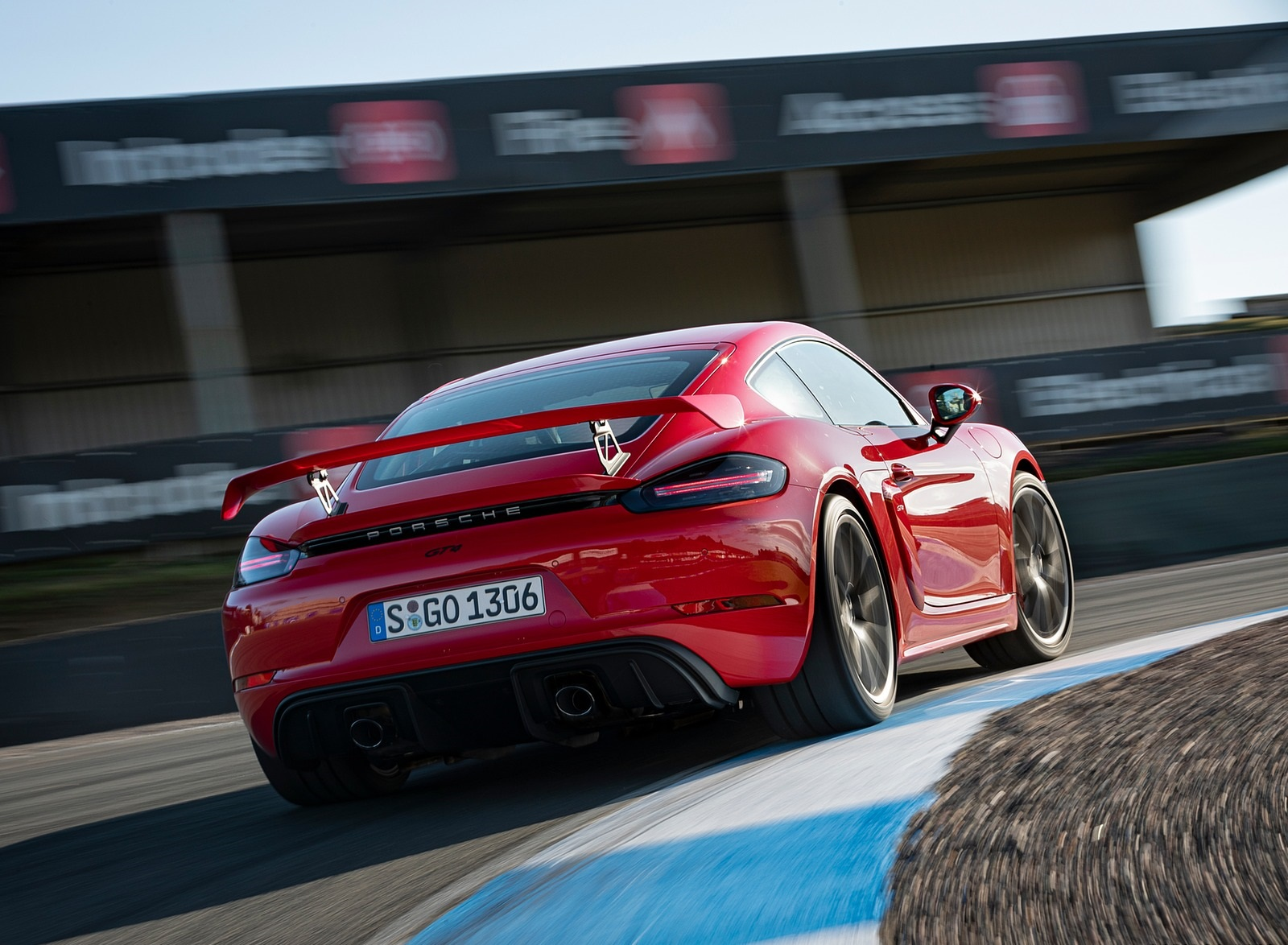 2020 Porsche 718 Cayman GT4 (Color: Guards Red) Rear Wallpapers (8)
