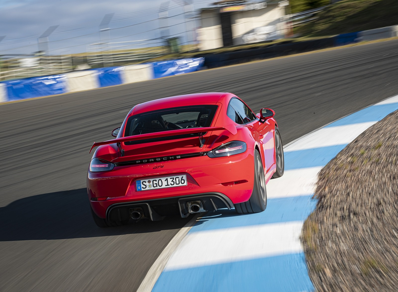 2020 Porsche 718 Cayman GT4 (Color: Guards Red) Rear Wallpapers (9)
