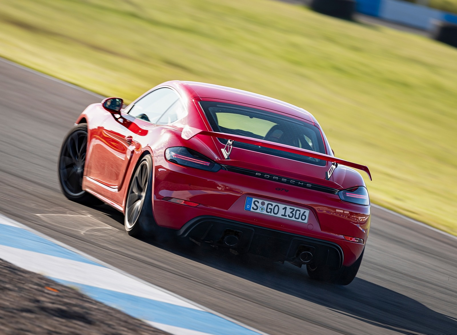 2020 Porsche 718 Cayman GT4 (Color: Guards Red) Rear Wallpapers (11)