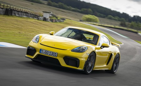 2020 Porsche 718 Cayman GT4 (Color: Racing Yellow) Front Three-Quarter Wallpapers 450x275 (57)