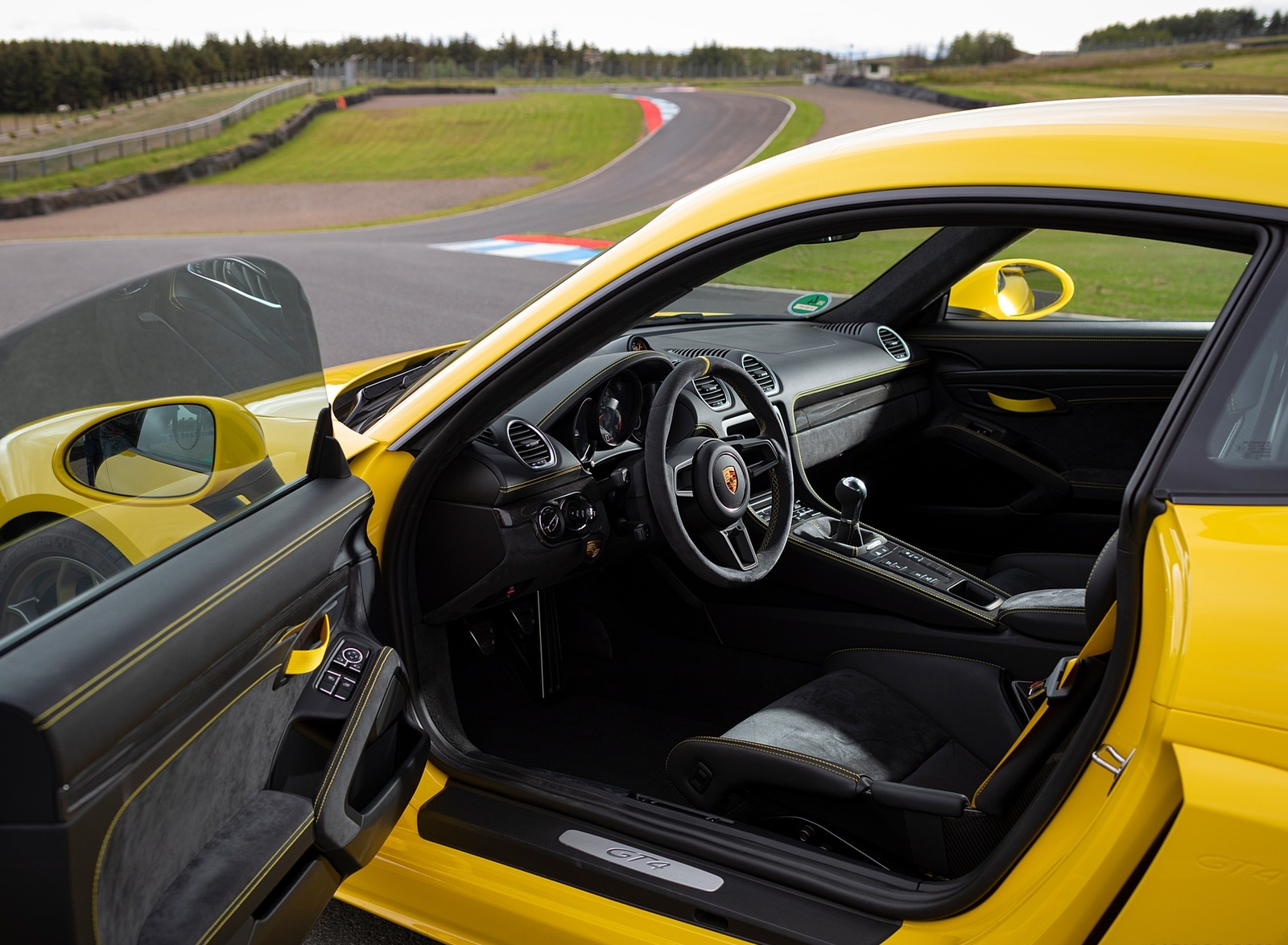 2020 Porsche 718 Cayman Gt4 Color Racing Yellow Interior Wallpapers 84 Newcarcars