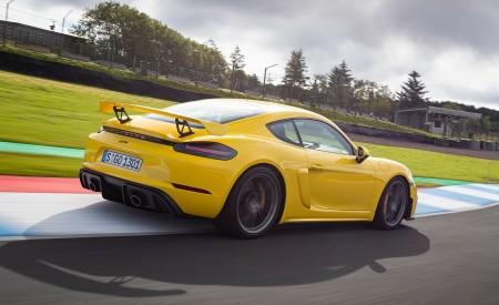 2020 Porsche 718 Cayman GT4 (Color: Racing Yellow) Rear Three-Quarter Wallpapers 450x275 (62)