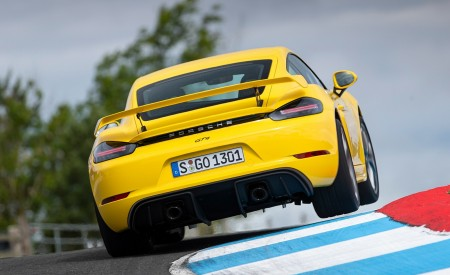 2020 Porsche 718 Cayman GT4 (Color: Racing Yellow) Rear Wallpapers 450x275 (70)