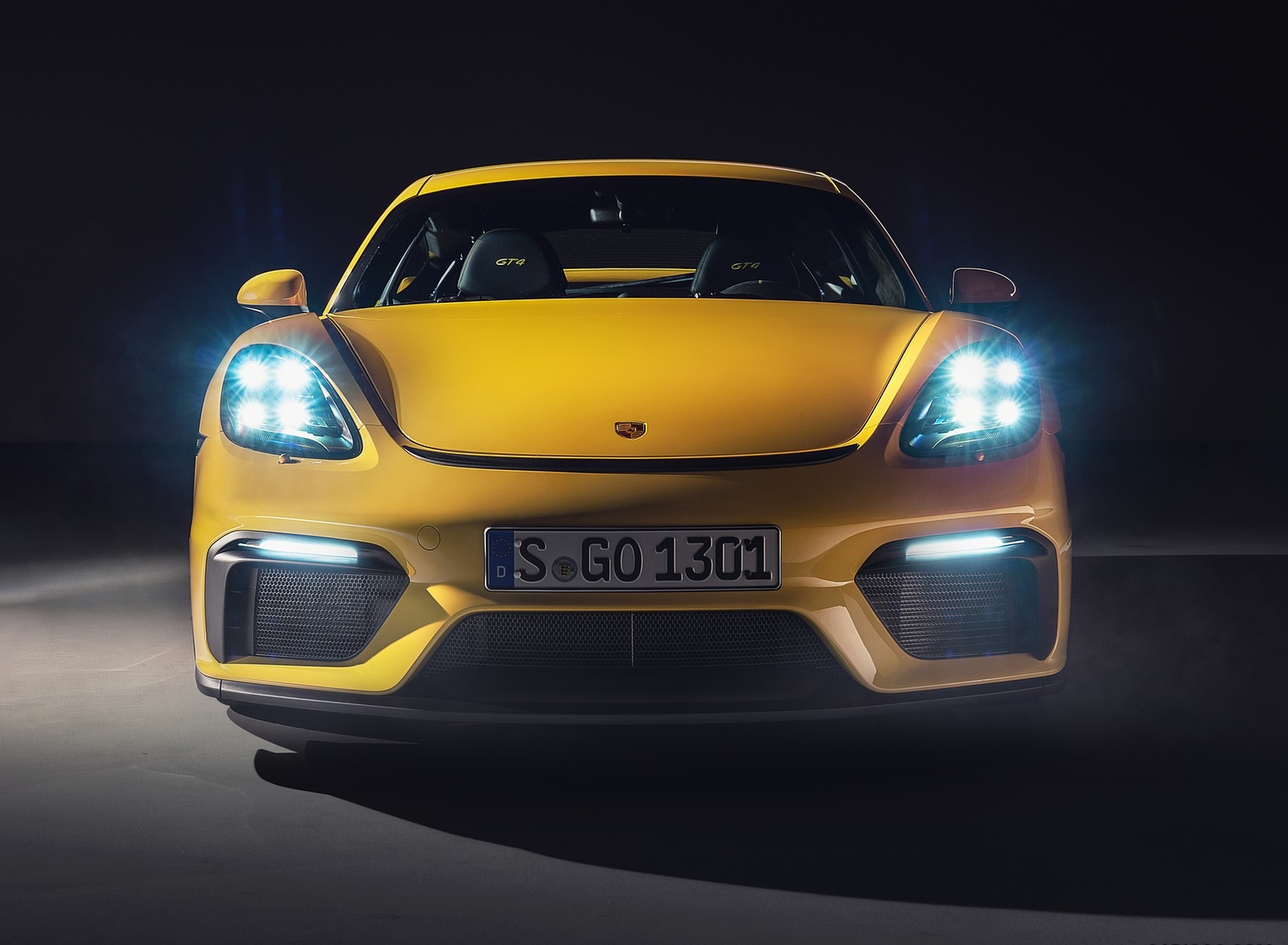 2020 Porsche 718 Cayman GT4 Front Wallpapers (7)