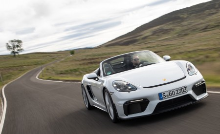 2020 Porsche 718 Spyder (Color: Carrara White Metallic) Front Three-Quarter Wallpapers 450x275 (89)