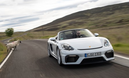2020 Porsche 718 Spyder (Color: Carrara White Metallic) Front Three-Quarter Wallpapers 450x275 (90)