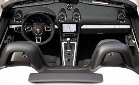 2020 Porsche 718 Spyder (Color: Carrara White Metallic) Interior Wallpapers 450x275 (151)