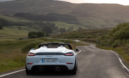 2020 Porsche 718 Spyder (Color: Carrara White Metallic) Rear Wallpapers 450x275 (136)