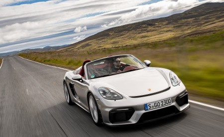 2020 Porsche 718 Spyder (Color: GT Silver Metallic) Front Wallpapers 450x275 (161)