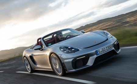 2020 Porsche 718 Spyder (Color: GT Silver Metallic) Front Wallpapers 450x275 (197)