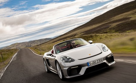 2020 Porsche 718 Spyder (Color: GT Silver Metallic) Front Wallpapers 450x275 (165)