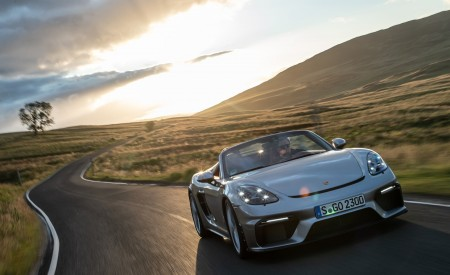 2020 Porsche 718 Spyder (Color: GT Silver Metallic) Front Wallpapers 450x275 (189)