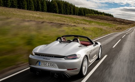 2020 Porsche 718 Spyder (Color: GT Silver Metallic) Rear Three-Quarter Wallpapers 450x275 (177)