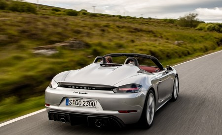 2020 Porsche 718 Spyder (Color: GT Silver Metallic) Rear Three-Quarter Wallpapers 450x275 (179)