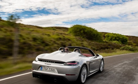 2020 Porsche 718 Spyder (Color: GT Silver Metallic) Rear Three-Quarter Wallpapers 450x275 (180)