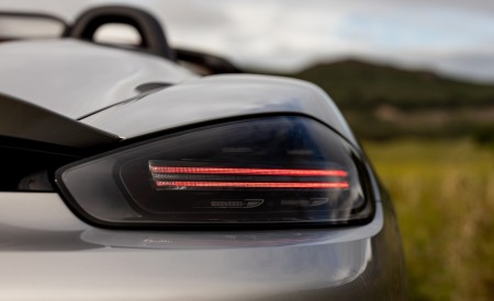 2020 Porsche 718 Spyder (Color: GT Silver Metallic) Tail Light Wallpapers 450x275 (217)