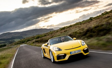 2020 Porsche 718 Spyder (Color: Racing Yellow) Front Three-Quarter Wallpapers 450x275 (21)