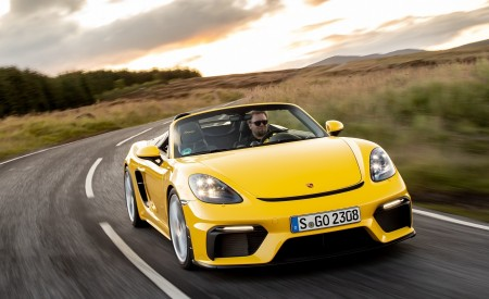 2020 Porsche 718 Spyder (Color: Racing Yellow) Front Wallpapers 450x275 (33)