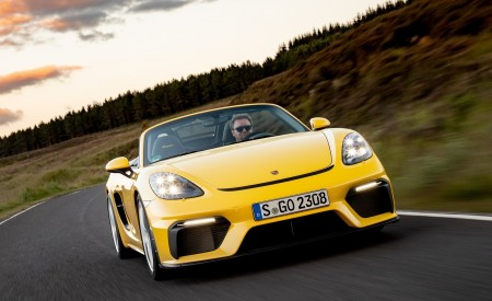 2020 Porsche 718 Spyder (Color: Racing Yellow) Front Wallpapers 450x275 (34)