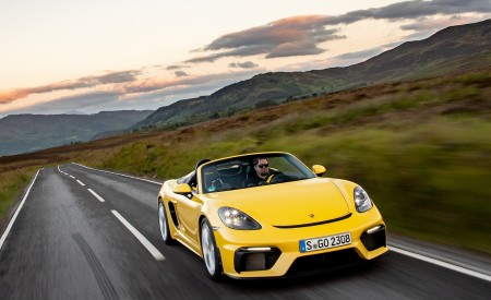 2020 Porsche 718 Spyder (Color: Racing Yellow) Front Wallpapers 450x275 (24)