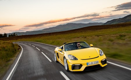 2020 Porsche 718 Spyder (Color: Racing Yellow) Front Wallpapers 450x275 (35)