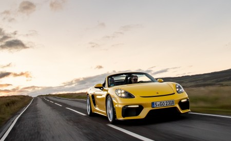 2020 Porsche 718 Spyder (Color: Racing Yellow) Front Wallpapers 450x275 (37)