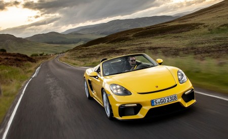 2020 Porsche 718 Spyder (Color: Racing Yellow) Front Wallpapers 450x275 (28)