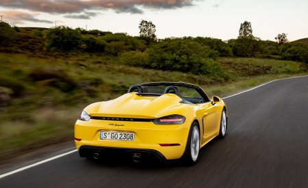 2020 Porsche 718 Spyder (Color: Racing Yellow) Rear Wallpapers 450x275 (29)