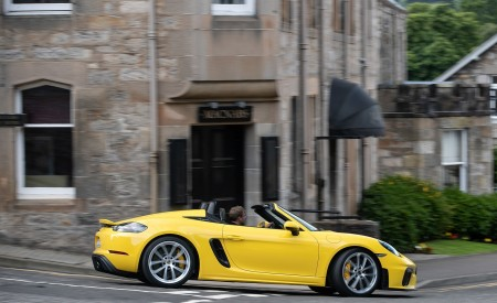 2020 Porsche 718 Spyder (Color: Racing Yellow) Side Wallpapers 450x275 (40)