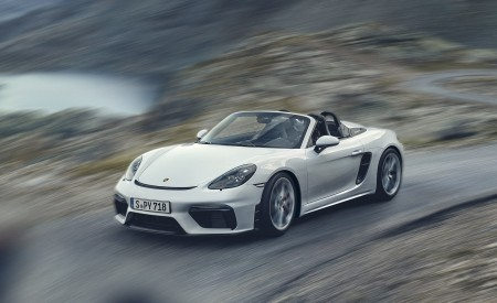 2020 Porsche 718 Spyder Front Three-Quarter Wallpapers 450x275 (252)
