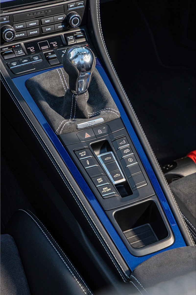 2020 Porsche 718 Spyder Interior Detail Wallpapers (14)