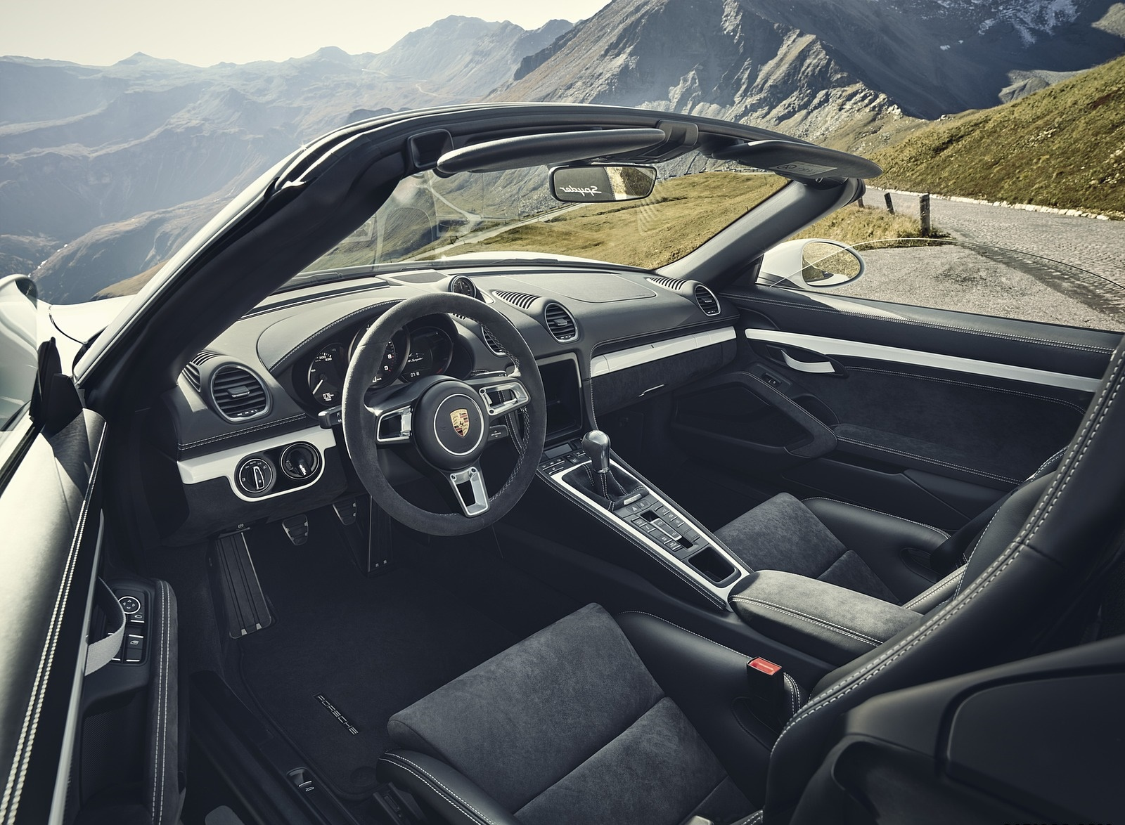 2020 Porsche 718 Spyder Interior Wallpapers (6)