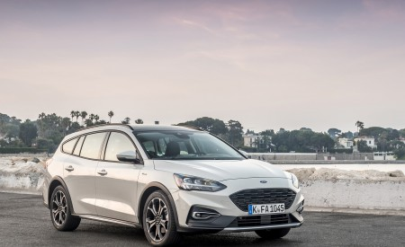 2019 Ford Focus Active Wagon (Color: Metropolis White) Front Three-Quarter Wallpapers 450x275 (13)