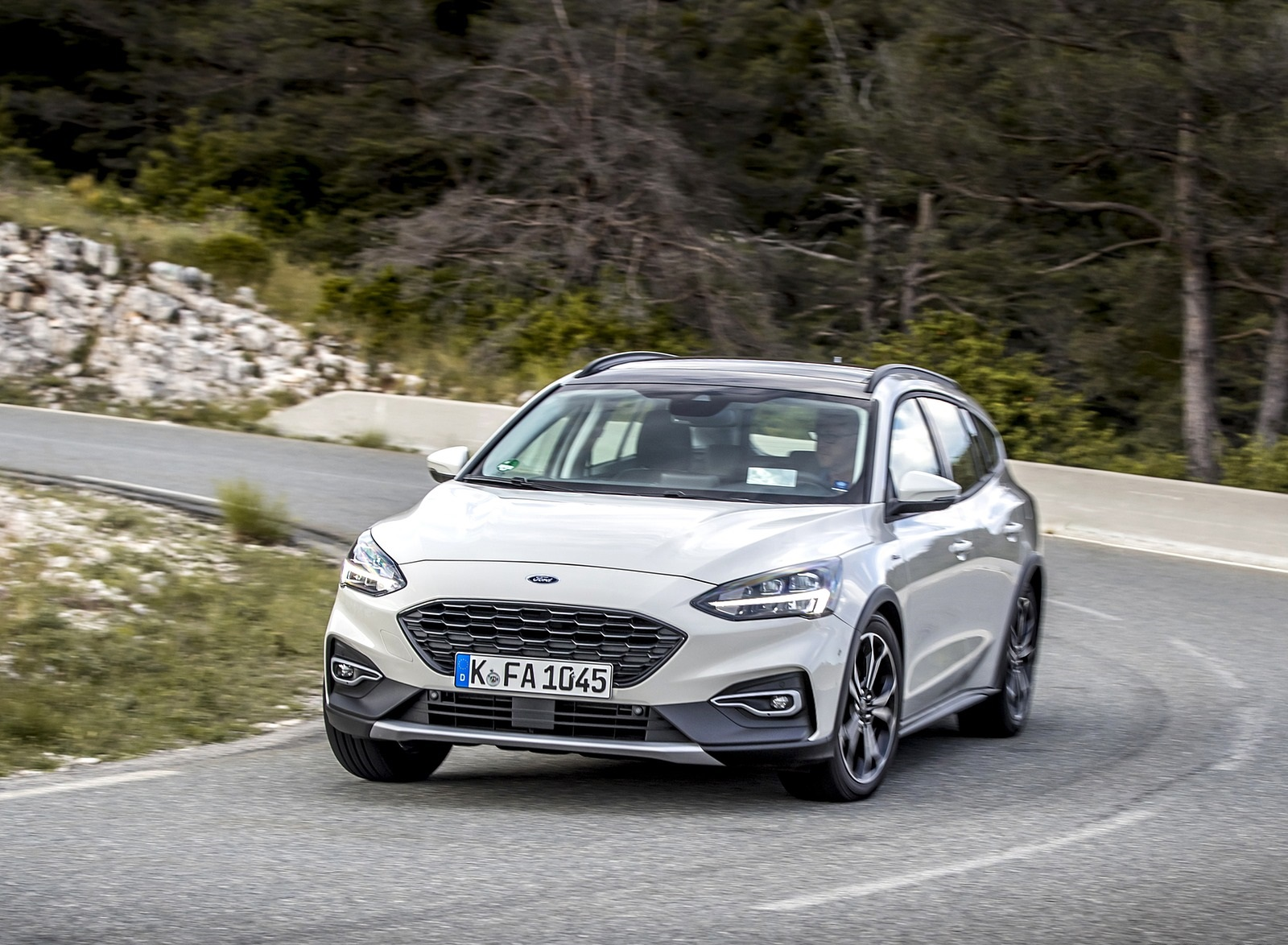 2019 Ford Focus Active Wagon (Color: Metropolis White) Front Three-Quarter Wallpapers (14)
