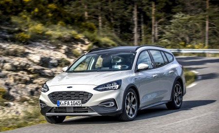 2019 Ford Focus Active Wagon (Color: Metropolis White) Front Three-Quarter Wallpapers 450x275 (15)