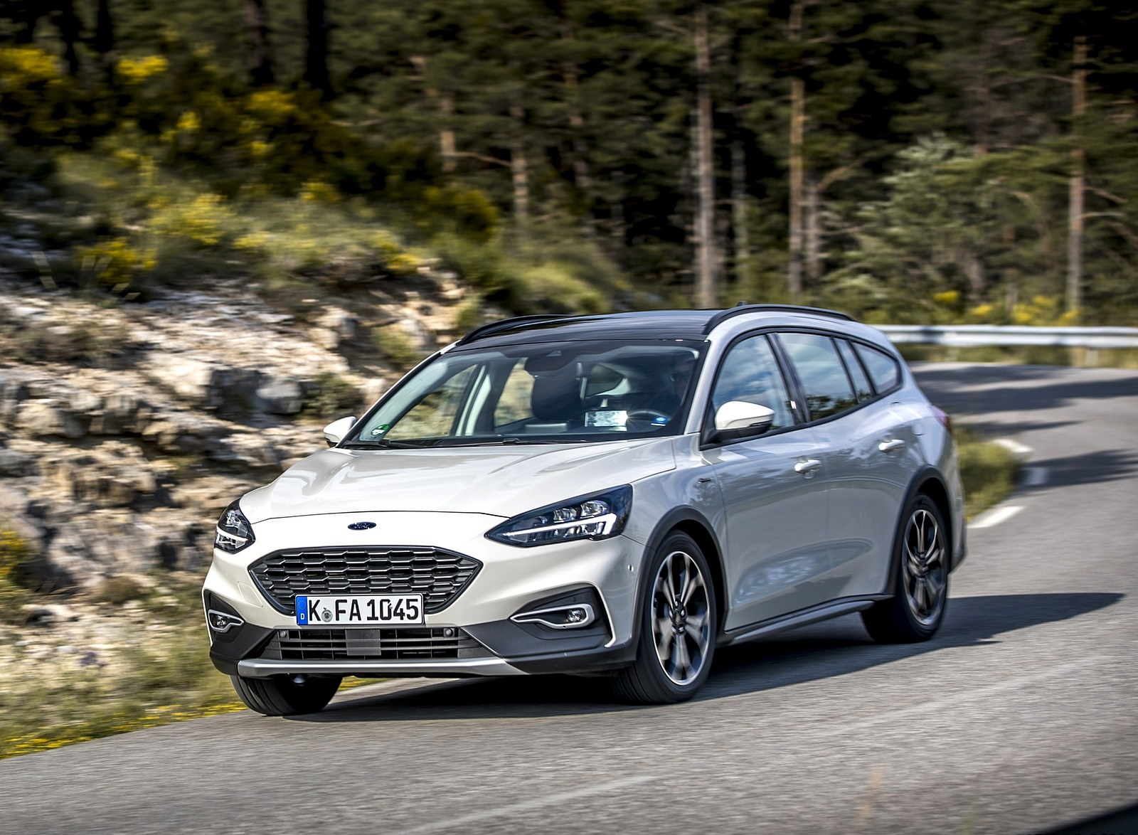 2019 Ford Focus Active Wagon (Color: Metropolis White) Front Three-Quarter Wallpapers (15)