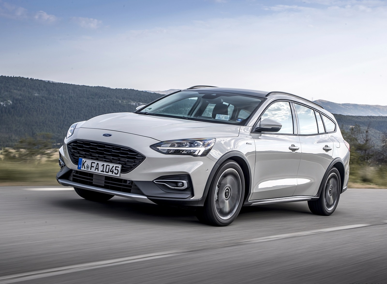 2019 Ford Focus Active Wagon (Color: Metropolis White) Front Three-Quarter Wallpapers (4)