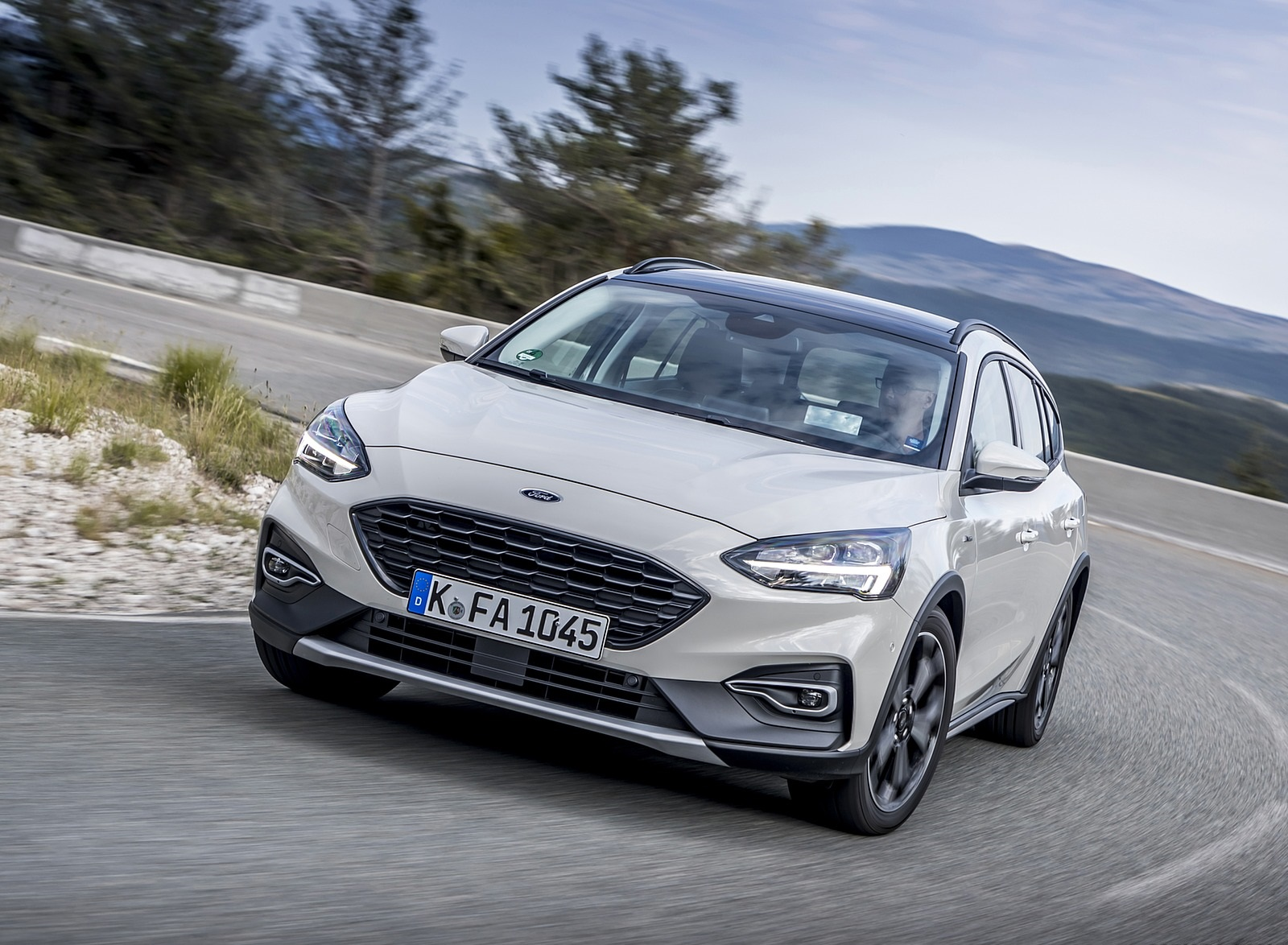2019 Ford Focus Active Wagon (Color: Metropolis White) Front Three-Quarter Wallpapers (1)