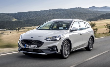 2019 Ford Focus Active Wagon (Color: Metropolis White) Front Three-Quarter Wallpapers 450x275 (5)