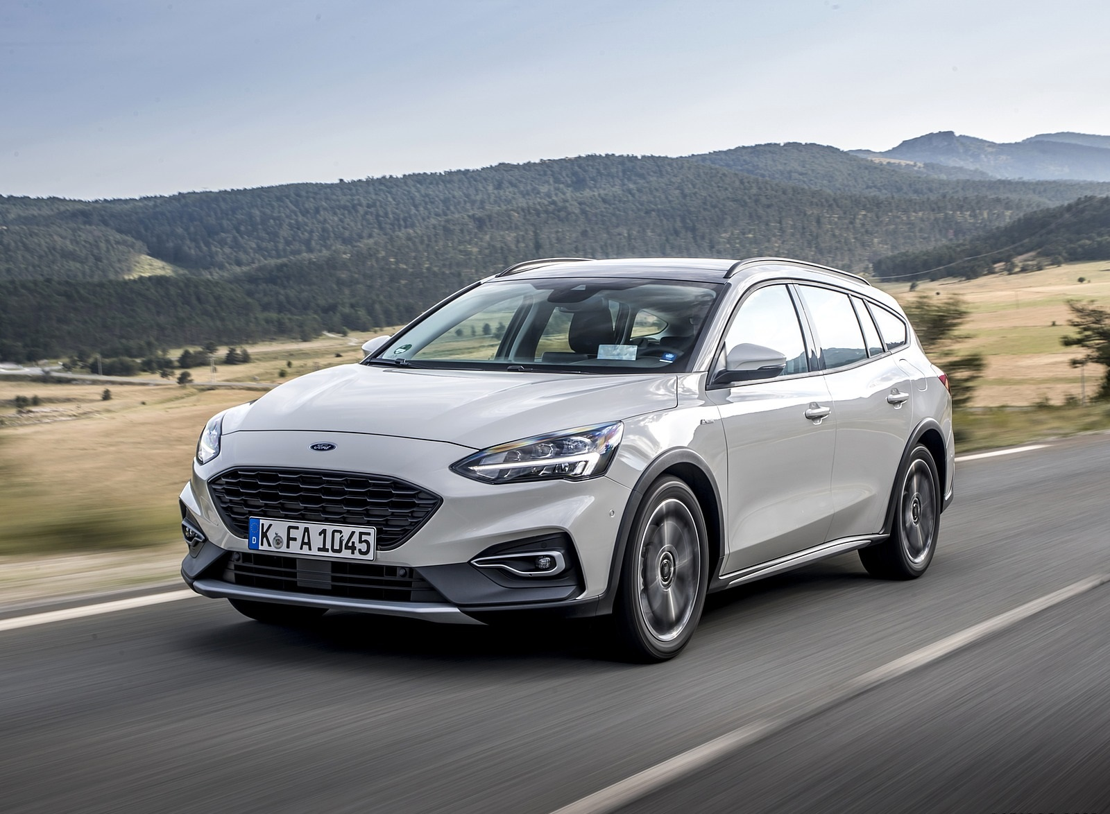 2019 Ford Focus Active Wagon (Color: Metropolis White) Front Three-Quarter Wallpapers (5)