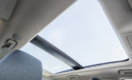2019 Ford Focus Active Wagon (Color: Metropolis White) Panoramic Roof Wallpapers 450x275 (46)