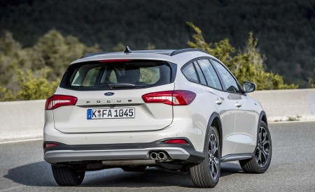 2019 Ford Focus Active Wagon (Color: Metropolis White) Rear Three-Quarter Wallpapers 450x275 (19)